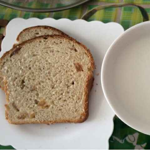 Photo of Cardamom flavoured Oats Raisins Milk Bread by Sarika Singh at BetterButter