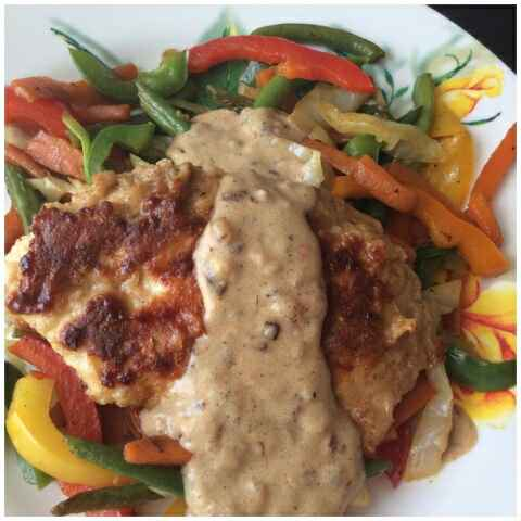 How to make PAN FRIED CRISPY SPICY CHICKEN WITH SAUTÉED VEGGIES AND ONION OREGANO SAUCE