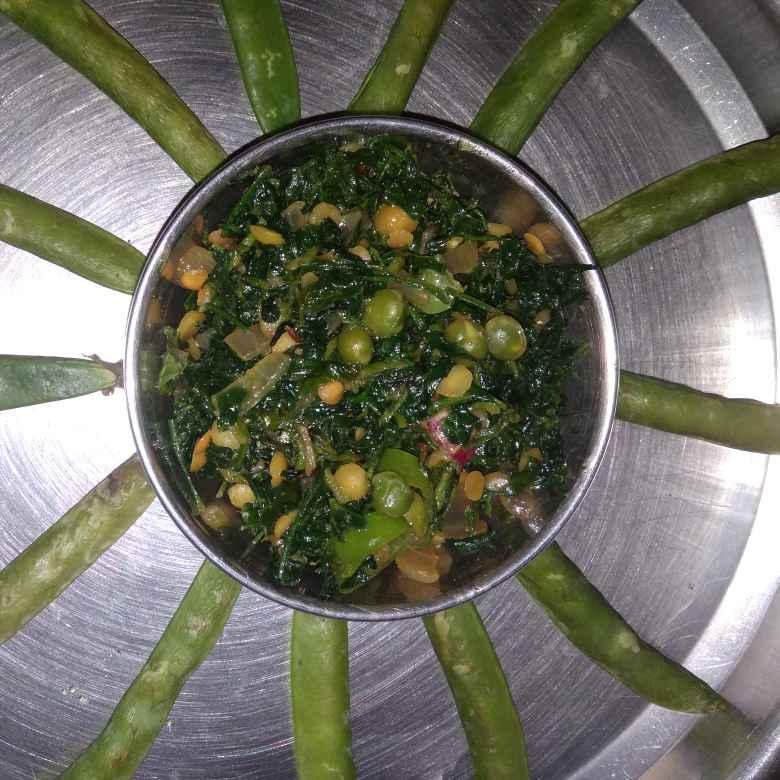 Photo of Fenugreek leaves n peas curry/sabji by Shaila Kattikar at BetterButter