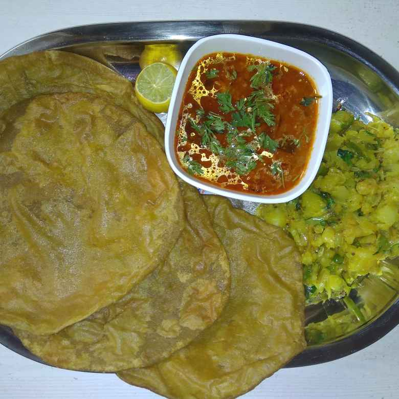 How to make Spinach Roti with aloo sabji