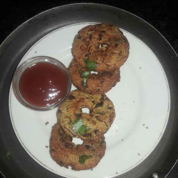 Photo of Bread medu vada/instant medu vada by shanta singh at BetterButter