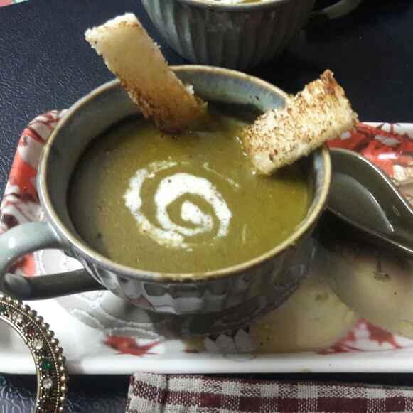 Photo of Healthy palak soup by shanta singh at BetterButter