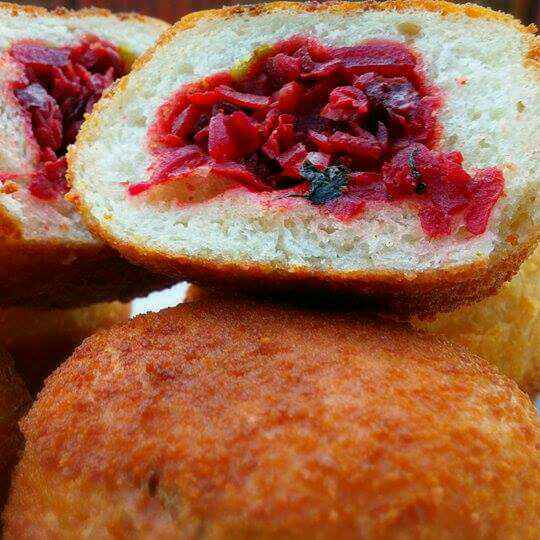 How to make Stuffed Beetroot Fried Buns