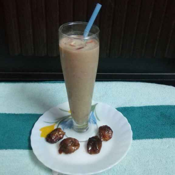 Photo of dates and oats milkshake by Sharmila Dalal at BetterButter