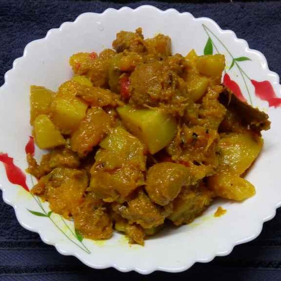 How to make Kumro soyabin aloo tomato diye niramish torkari