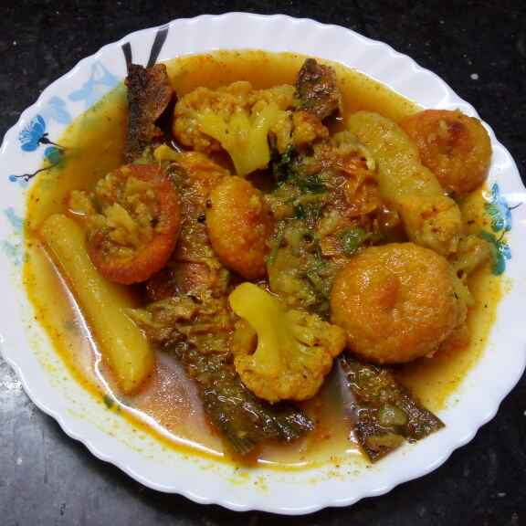 Photo of Aloo bori fulkopi diye tengra mach by Sharmila Dalal at BetterButter
