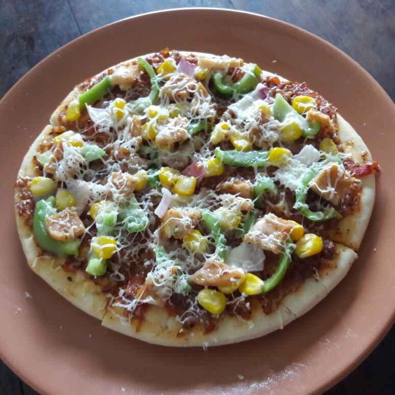 How to make Corn Capsicum Pizza