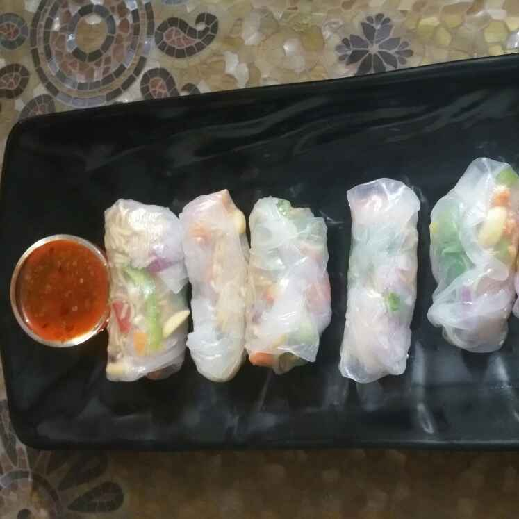 How to make Thai vegetable rice paper rolls