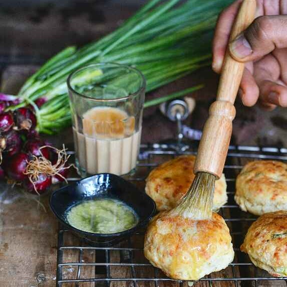 How to make Spring onion cheese biscuits