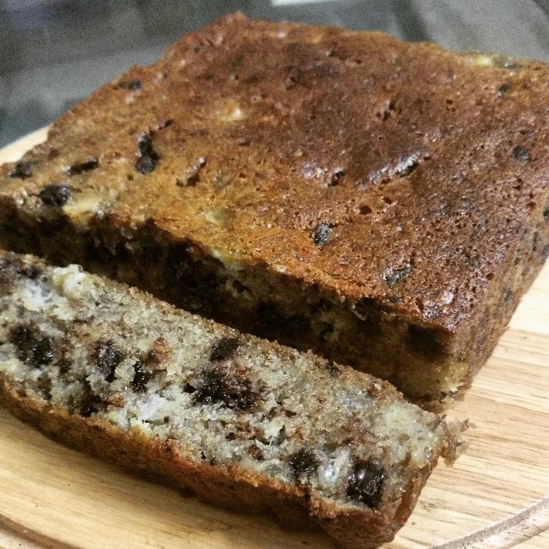 How to make Banana and Dark Chocolate Cake
