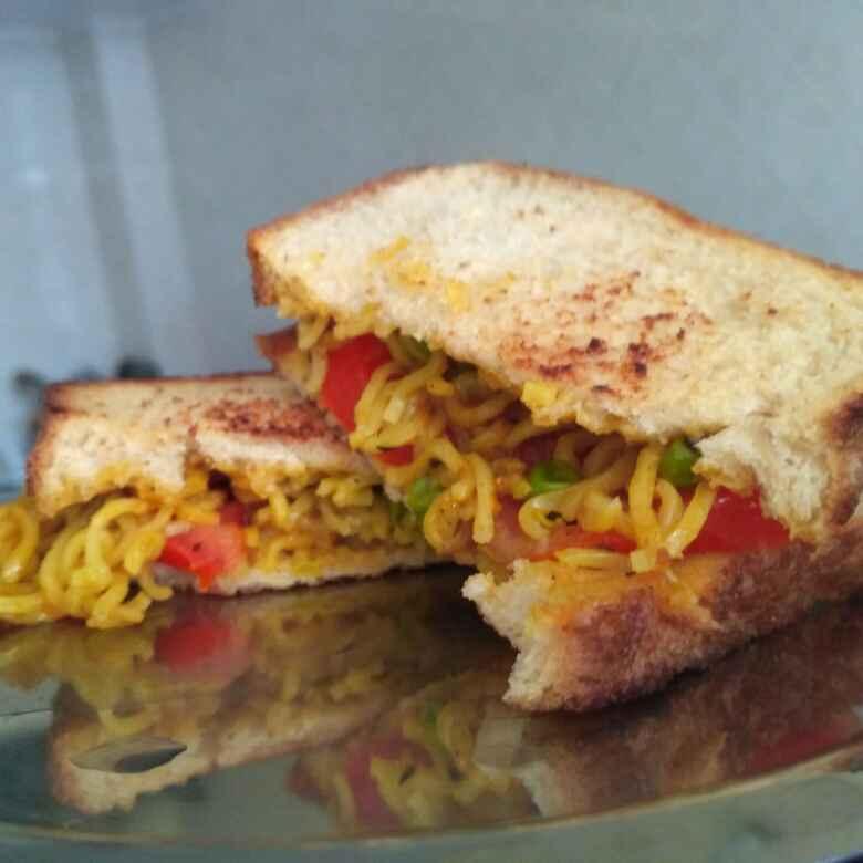 How to make Veggie maggi sandwich