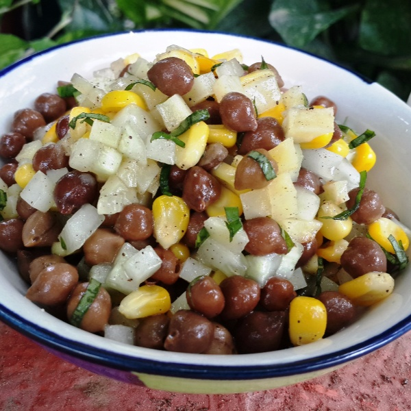 How to make Black Chick Peas And Corn Salad With ACV Dressing