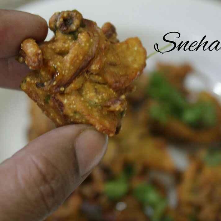 Photo of Aalu-pyaj bhajiya by Sneha Satish Tiwari at BetterButter