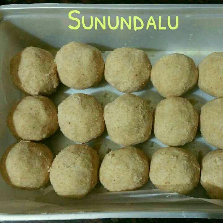 How to make Sunnundalu / Black Gram Ladoos