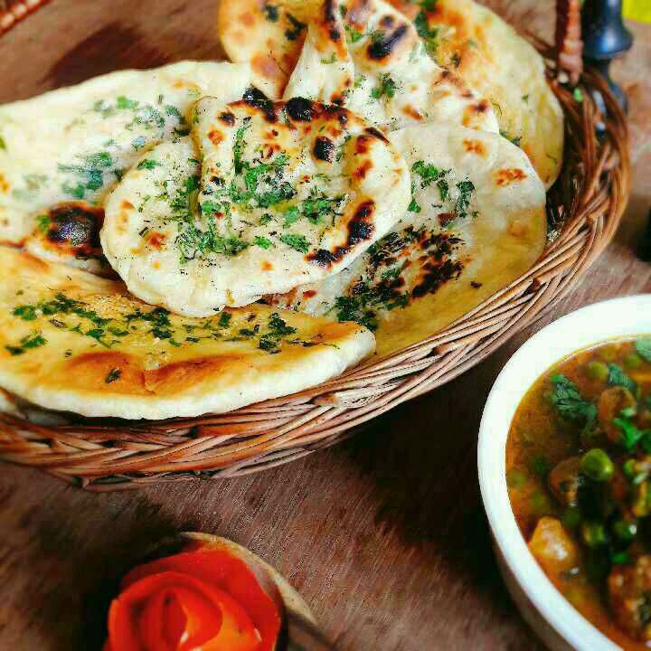 How to make Garlic Butter Naan - 3 Tarah Se