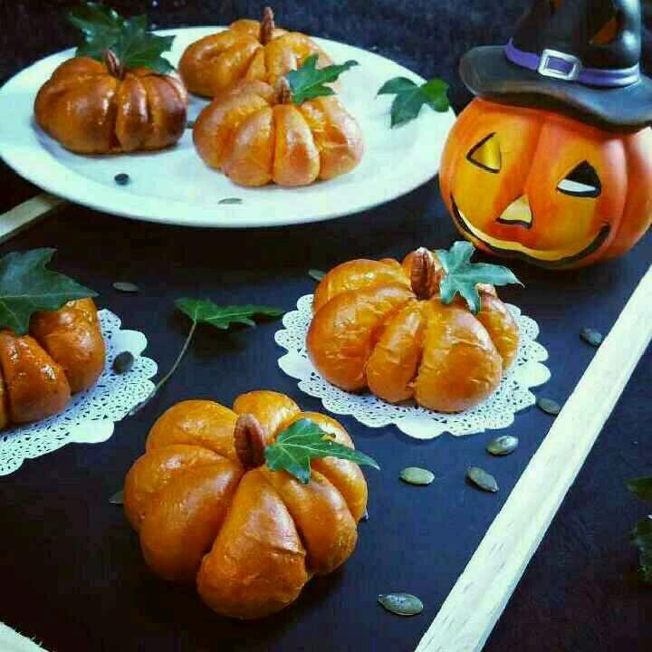 How to make Stuffed Pumpkin Buns