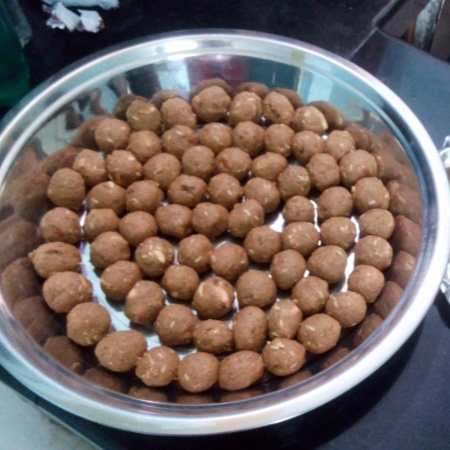 How to make Gur alsi pinni
