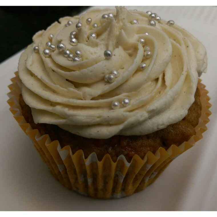 How to make Carrot Cupcakes With Cinnamon Frosting