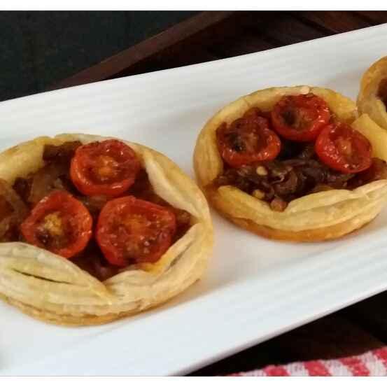 How to make French onion & tomato tarts