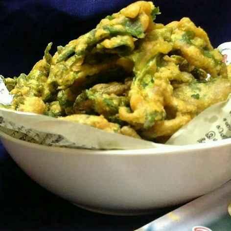 Photo of Crispy Palak Pakoda / Crispy Spinach Fritters by Subashini Murali at BetterButter