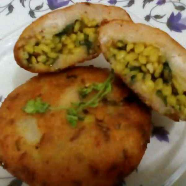 Photo of Moong daal bharwa Alau bread tikki by subhadra arya at BetterButter