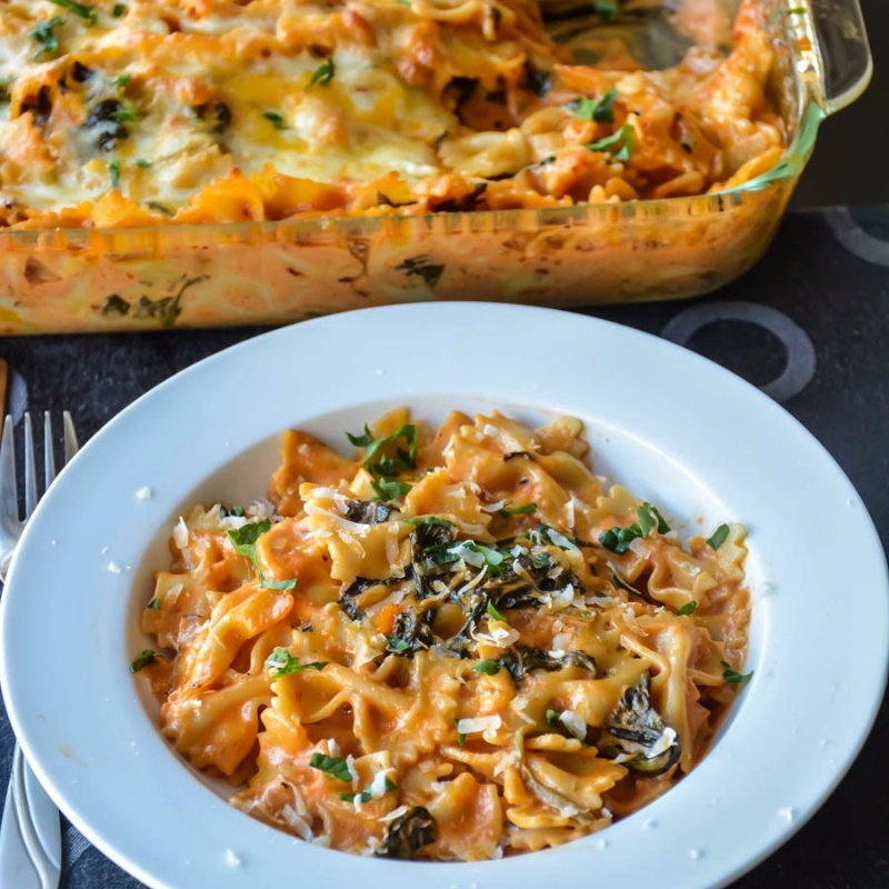 How to make Baked pasta in creamy spinach rose sauce