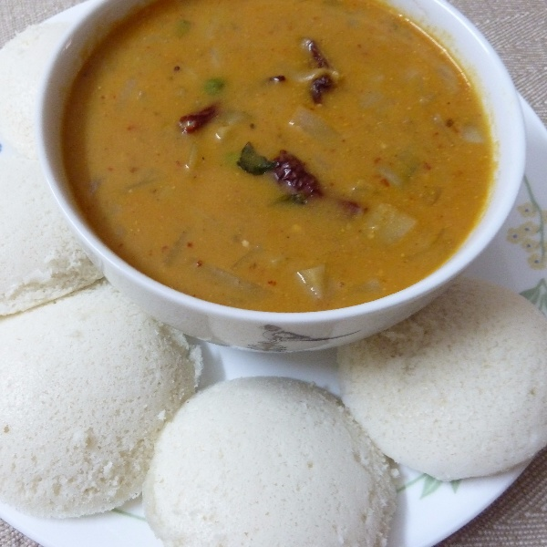 How to make IDLI SENAGAPINDI KOORA - spicy potato gravy with idli