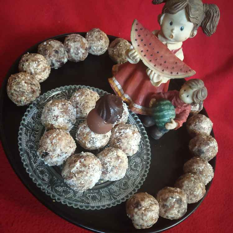 Photo of Winter special microwaved dates laddoo... by sunita(Deepa) Gandhi at BetterButter