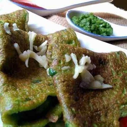 Photo of chilke wali mung daal and palak ka chilla/ spilt green lentil and spinach pancakes by Sunita Sharma at BetterButter