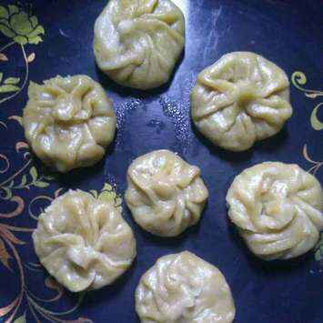 How to make Sprouted green gram Momo's