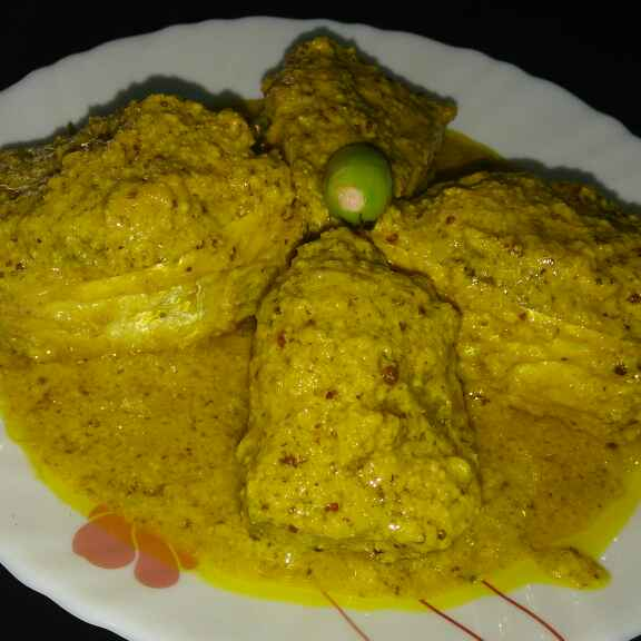 How to make Steamed Hilsha fish in mustard gravy