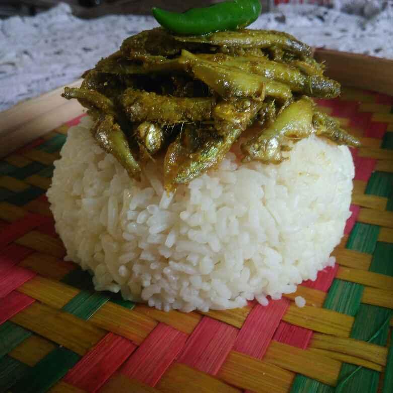 How to make Anchovy in mustard gravy (mourola macher jhal)