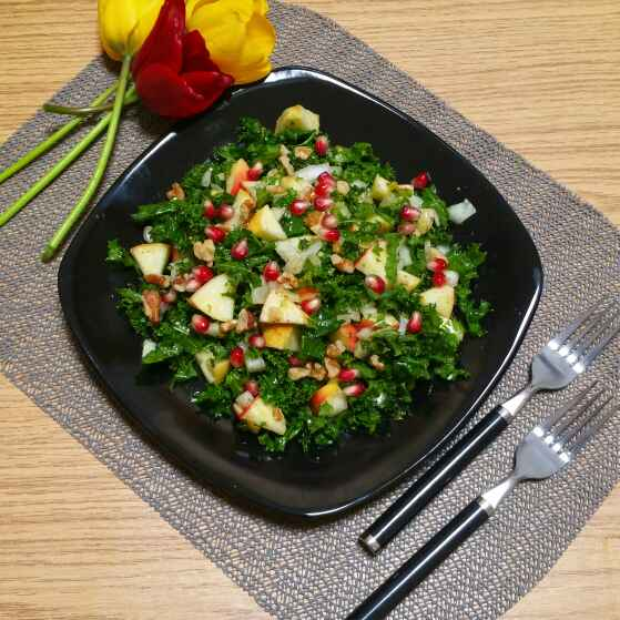 How to make Kale and pomegranate salad with Champagne dressing !
