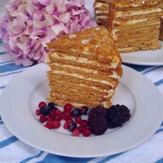 How to make Medovik / Russian Honey Cake.