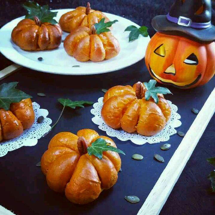 How to make Pumpkin Spiced Cream Cheese Buns.