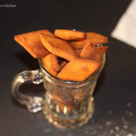 Photo of SHAKARPARA WITH LEFTOVER SUGAR SYRUP / WHEAT FLOUR SWEET DIAMOND CUTS by Swathy Nandhini at BetterButter