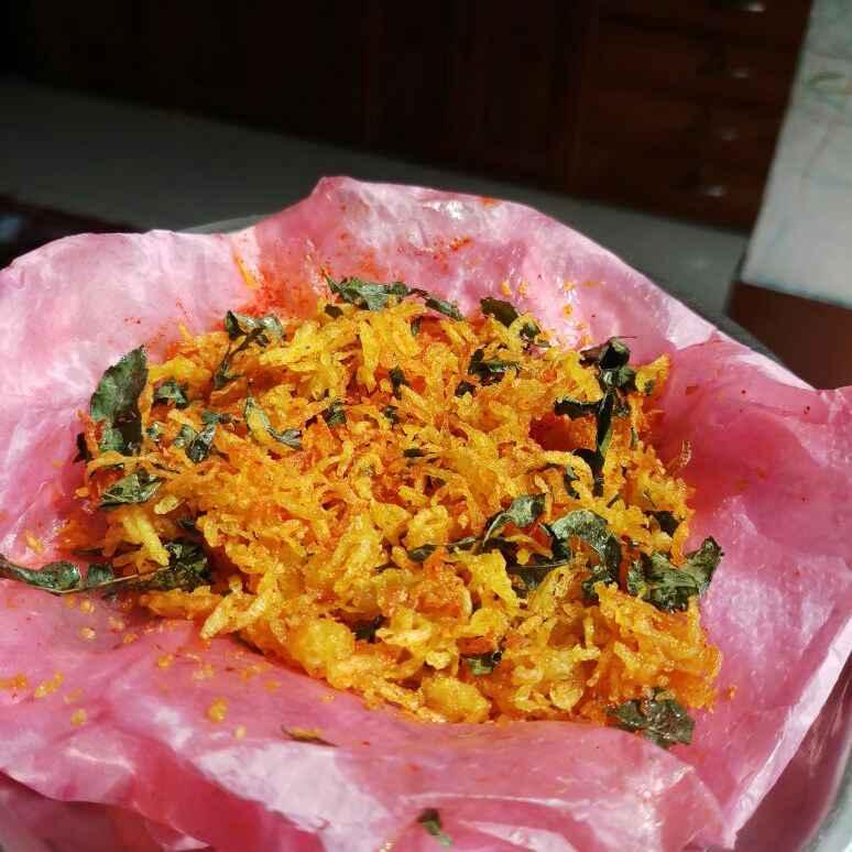 How to make Bengali style jhurjhure aloo vaja
