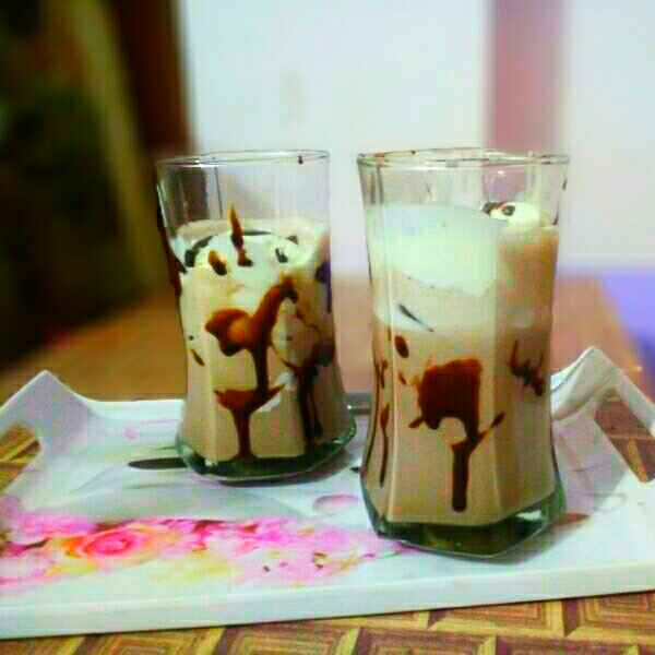 How to make Chocolate lassi with vanilla twist