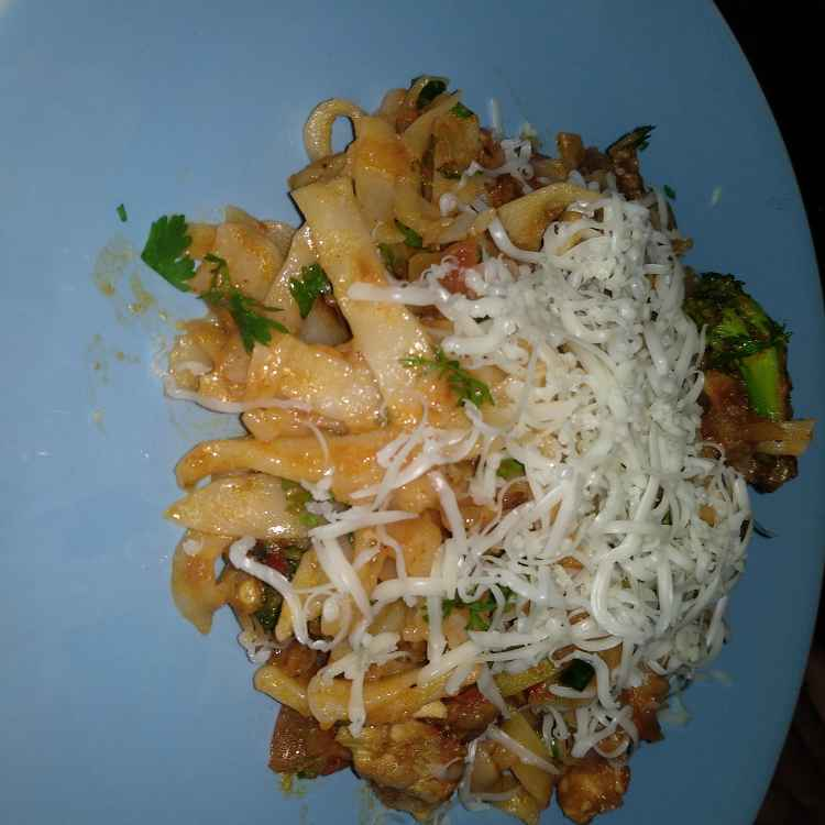 How to make Red sauce chicken pasta