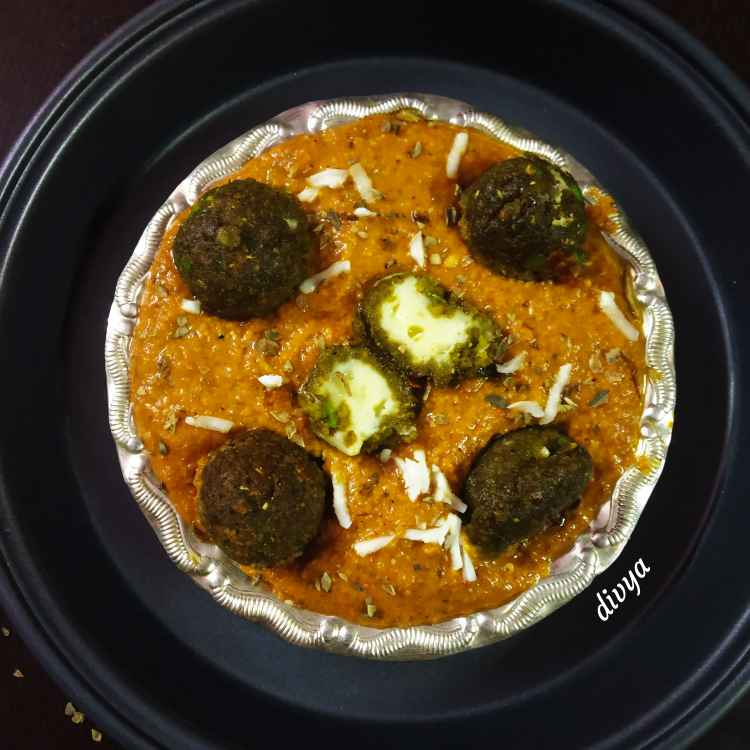 Photo of Hara matar aur cheese koftha tomato curry by Divya Konduri at BetterButter
