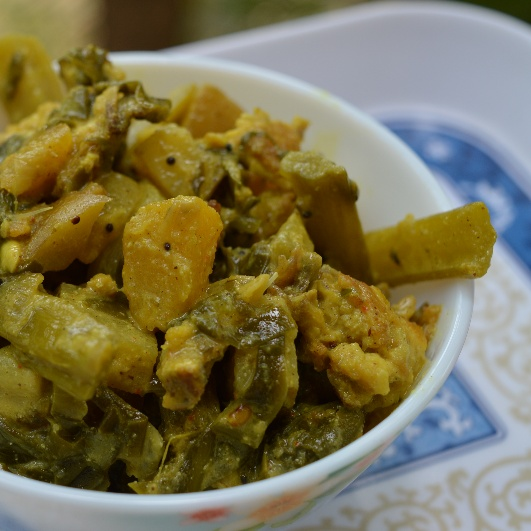 How to make Poi Besara (Malabar spinach with a fish head and few veggies)