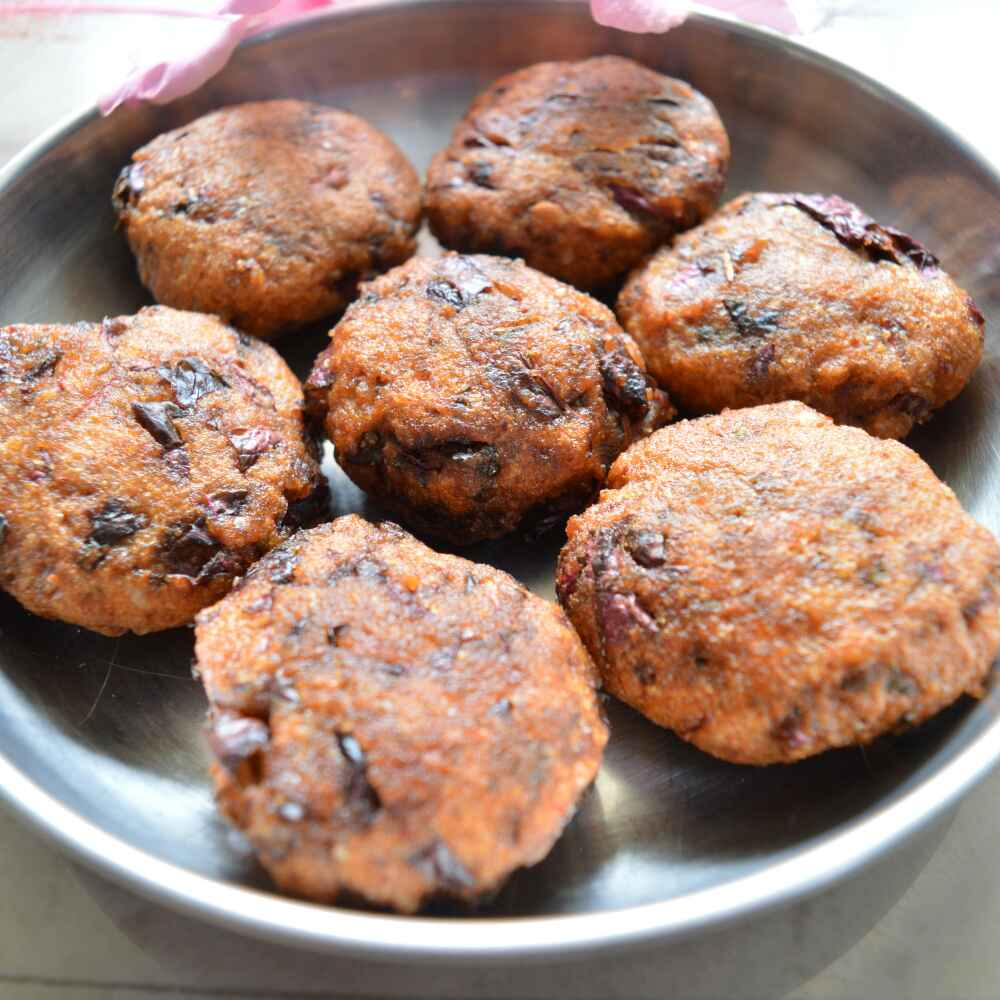 Photo of Red amaranth fritters/ tambdi bhaji ambado by Sweta Shet at BetterButter