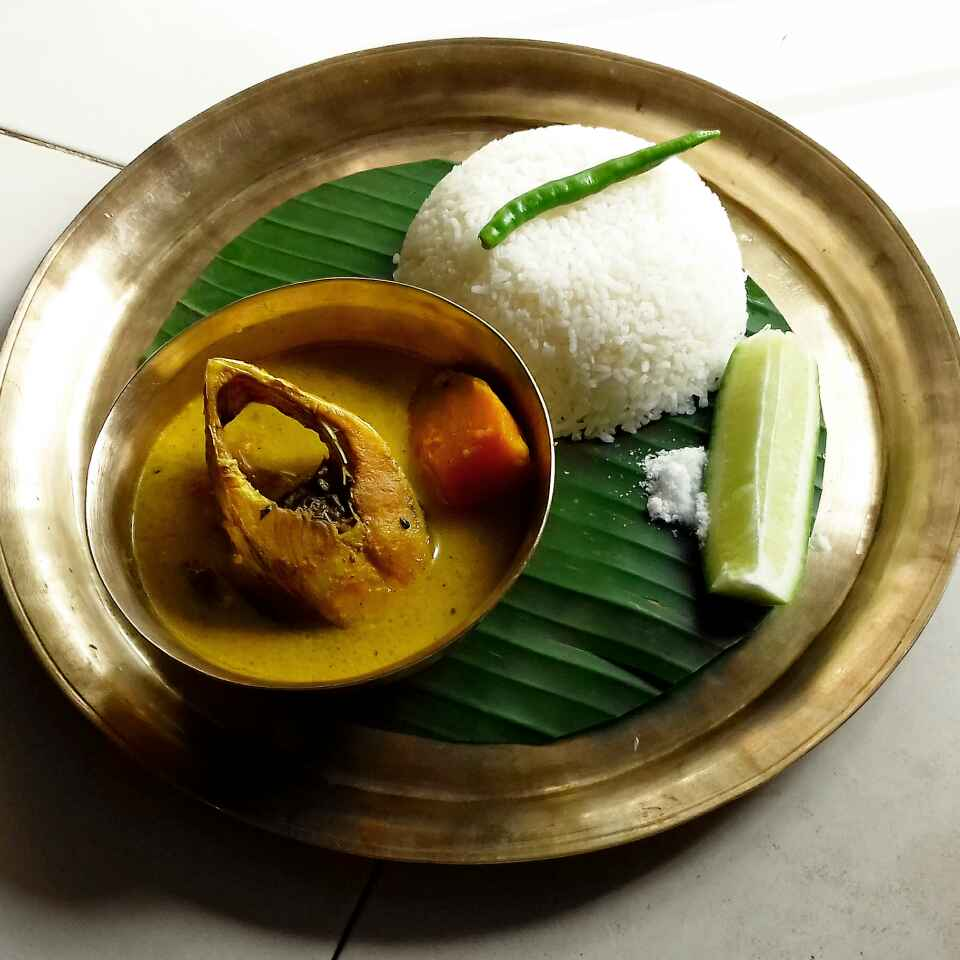 How to make Bengali style simple hilsa fish curry with pumpkin