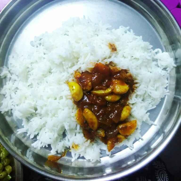 How to make Poondu kuzhambu (Garlic gravy)