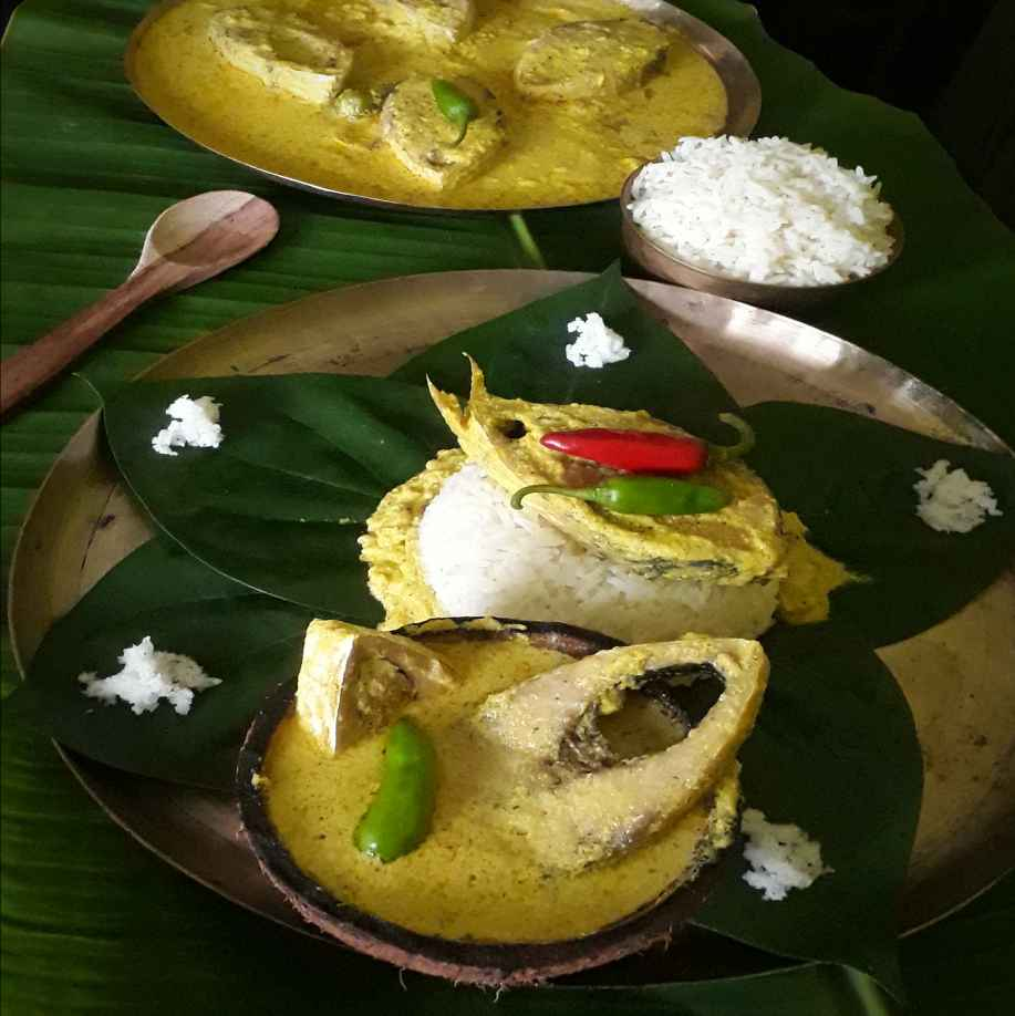 How to make Steamed Hilsa with coconut & mustard puree.