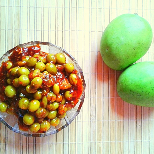 How to make Karonde Keri ka achar (Raw cranberries and Raw mango pickle)