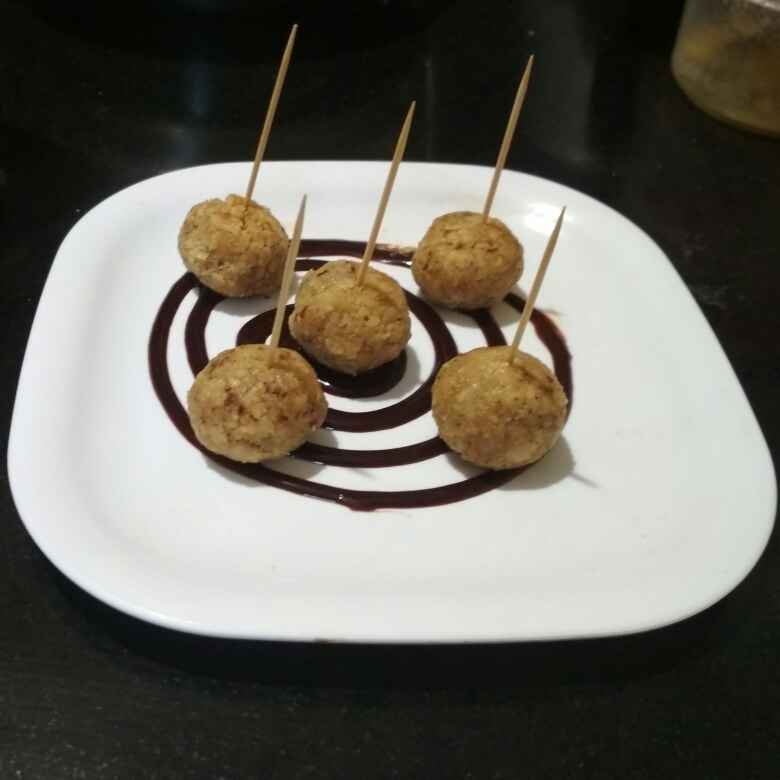 Photo of Sweet mini ball's with chocolate sauce by Teesha Vanikar at BetterButter