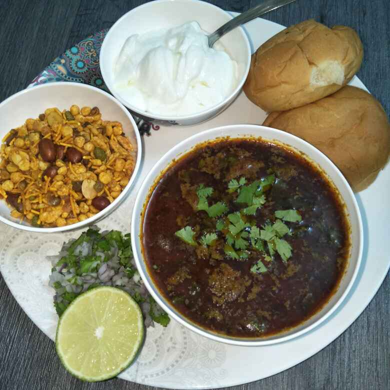 Photo of Spicy Dahi Misal Pav..  A'Nagar Special by Tejashree Ganesh at BetterButter