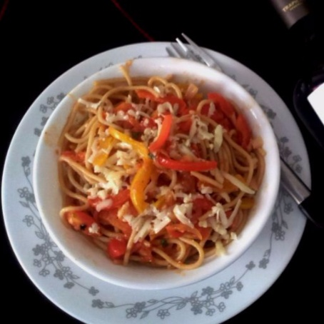 How to make Whole Wheat Spaghetti With Sweet Bell Peppers In Tomato Red Wine Sauce