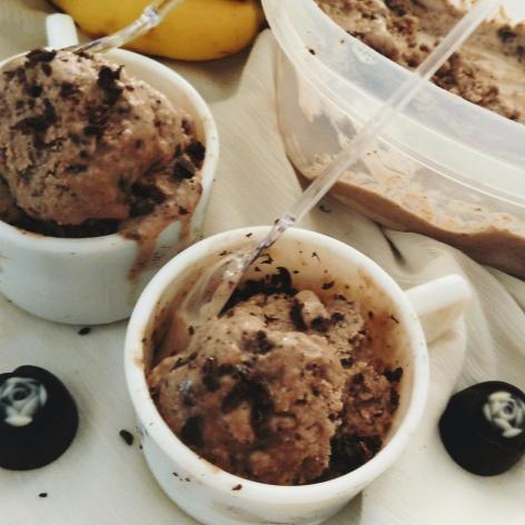 How to make Delicious Banana and Liquor Chocolate Frozen Yogurt
